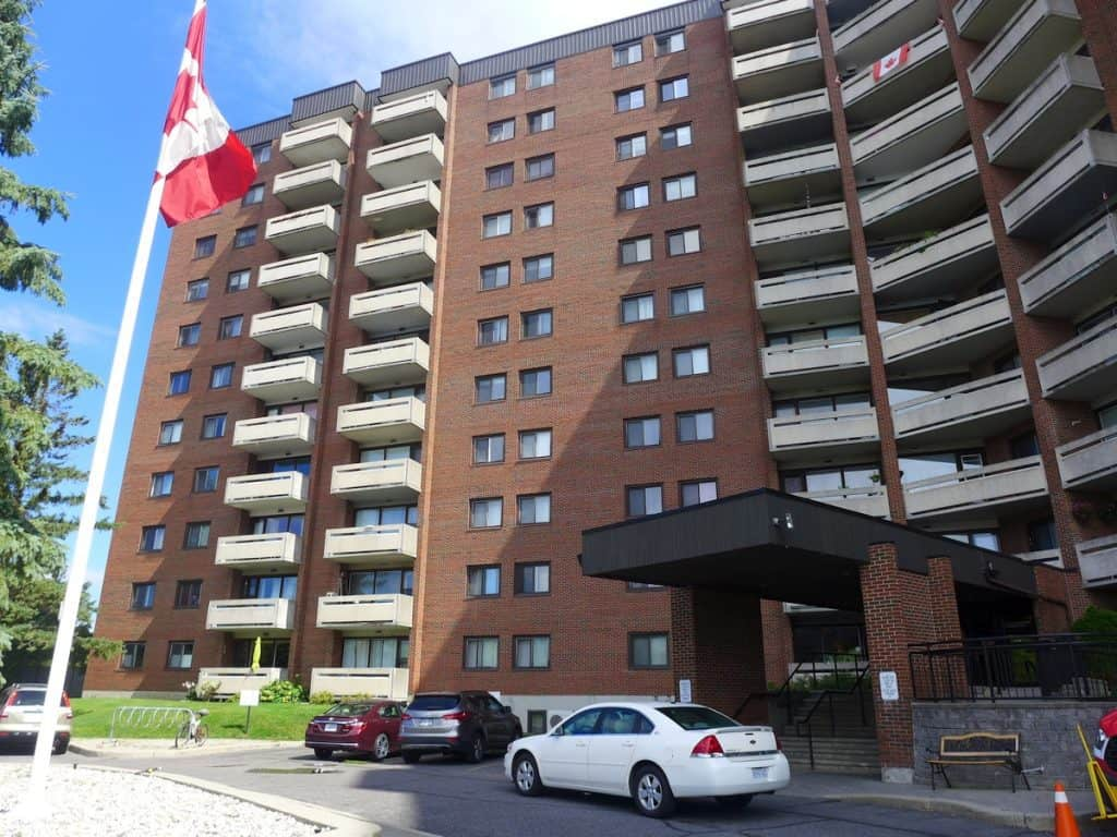 104-3100 Carling Avenue - ground floor 3 bed 2 bath condo near Bayshore and Nepean Sailing Club
