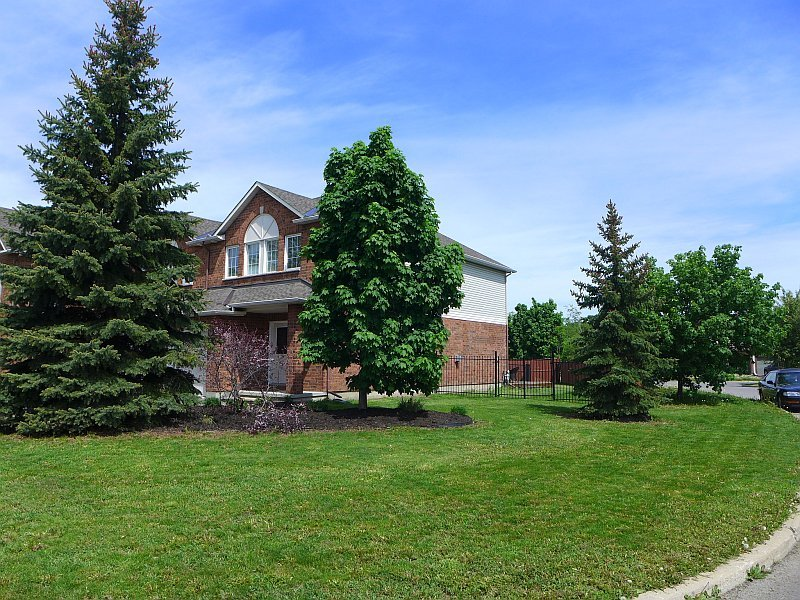 122 Inverkip Ottawa - End Unit Townhome for sale