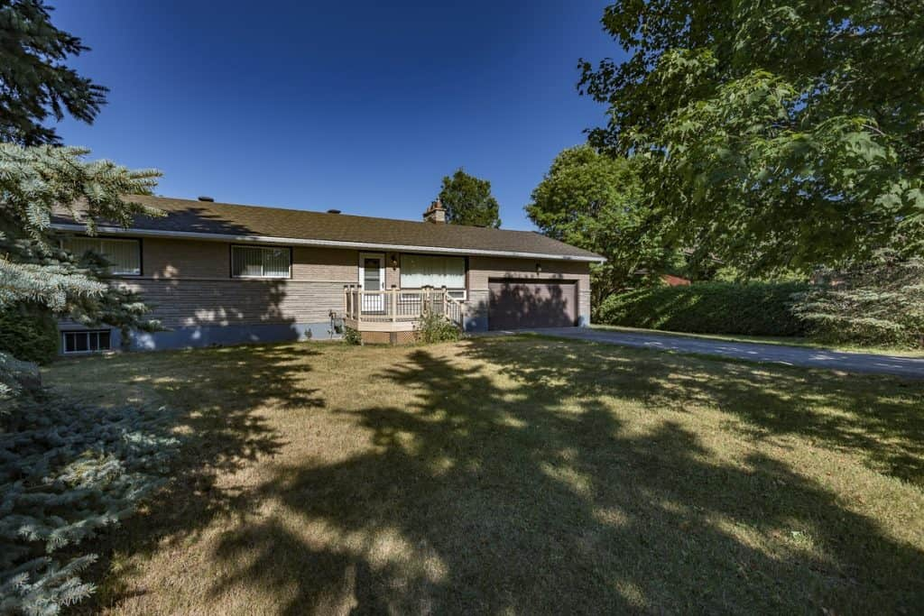 1351 Stagecoach Rd - 3 Bedroom 2 Bath Bungalow with double garage on nearly an acre lot - south of the Ottawa Airport