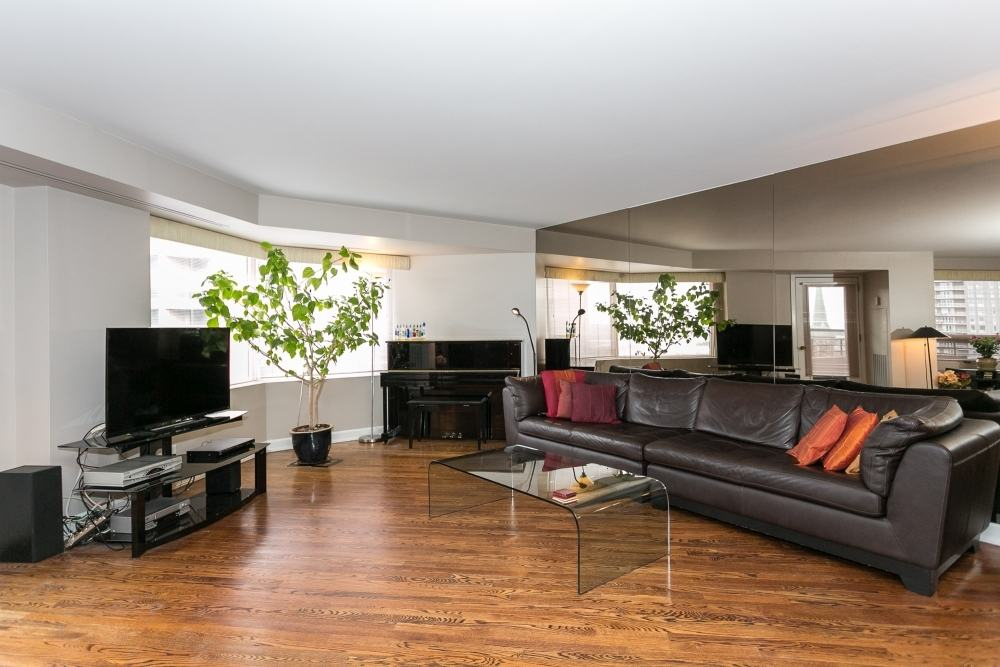 Spacious Elegant Living Right In Downtown Ottawa Just