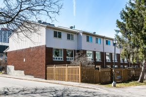 42-2415 Southvale Crescent Ottawa 4 bedroom town home with walkout basement