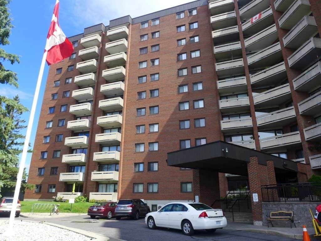 104-3100 Carling Avenue - ground floor 3 bed 2 bath condo near Bayshore and Nepean Sailing Club