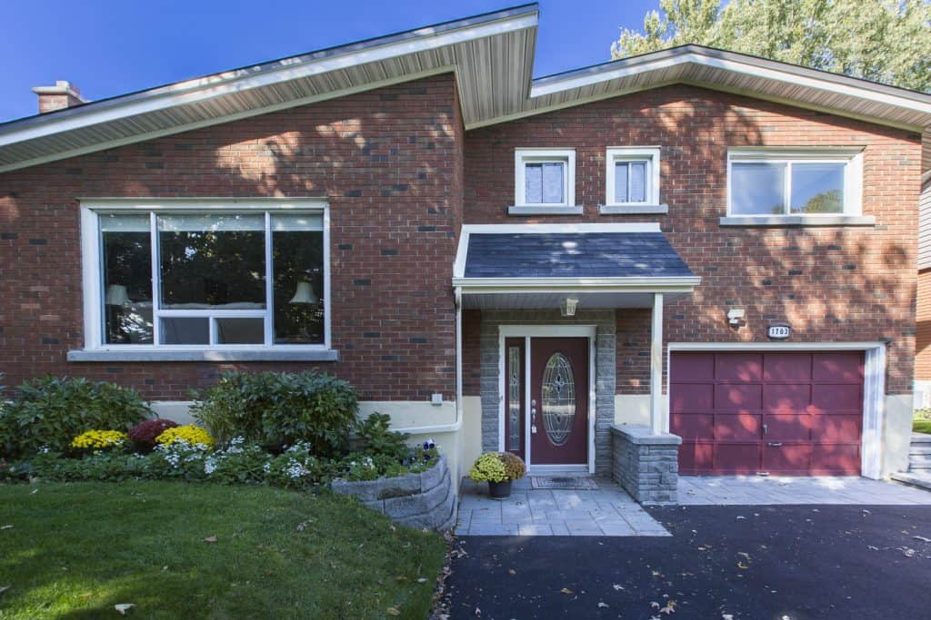 1703 Gage Crescent - 4 bed sidesplit for sale in Ottawa's Bel Air Heights