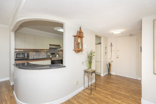 403-200 Lafontaine - beautifully renovated 2 bed 2 bath condo for sale