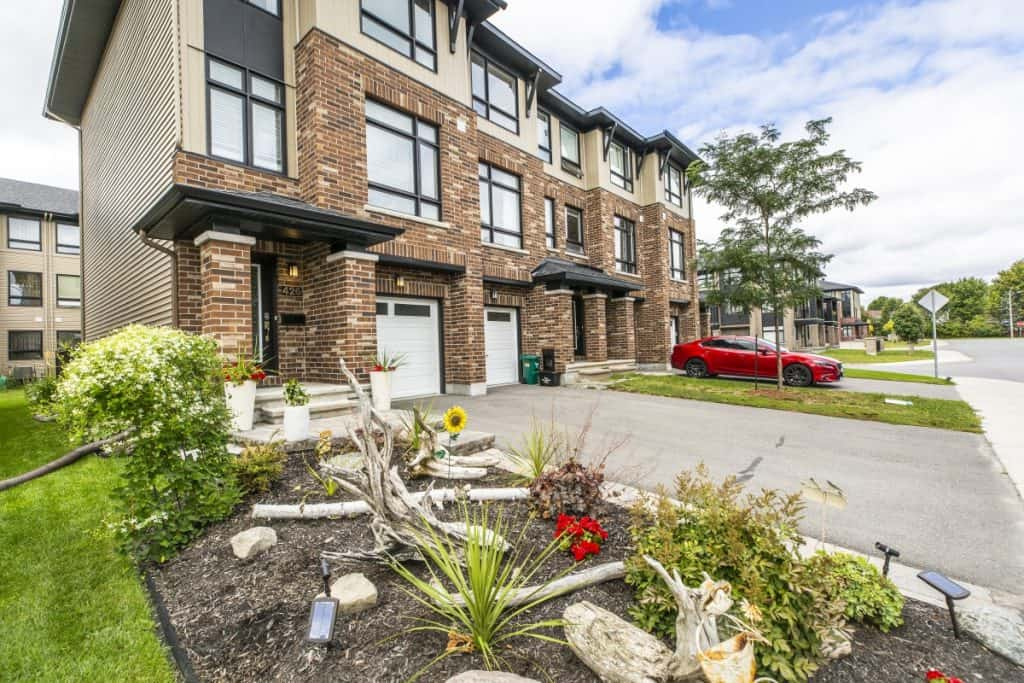 426 Tralee Rd Longfields Barrhaven Luxury Town with 2 Masters