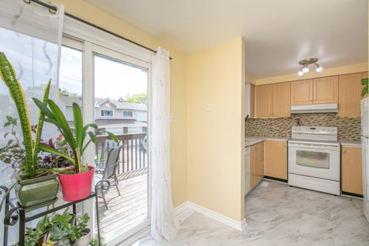 74 Esterlawn Private Ottawa - Glabar Park McKellar Heights 3 bedroom townhome for sale - walk to all amenities