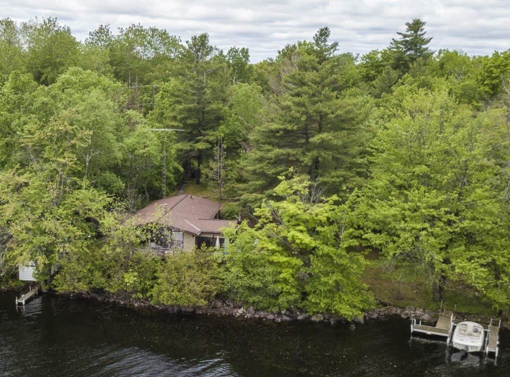 4bed-cottage-living-secluded-45-minutes-from-Ottawa-217-squaw-point-rd